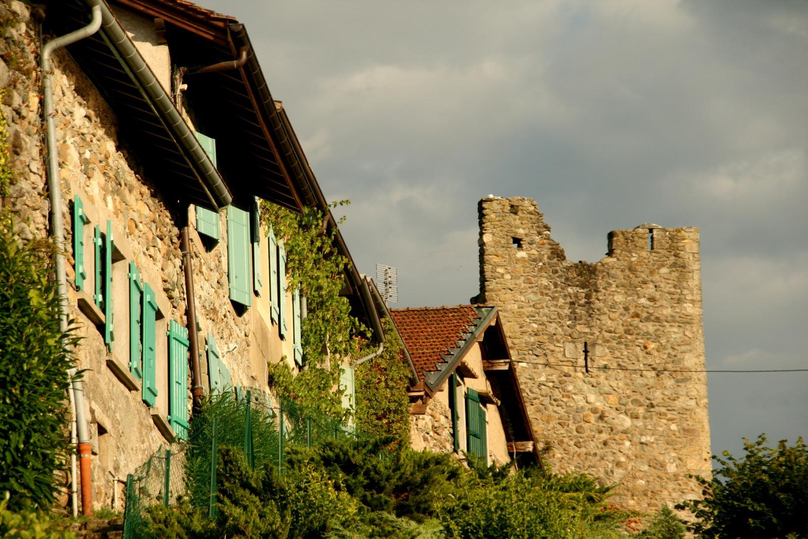 Les remparts du village médiéval d'Yvoire.