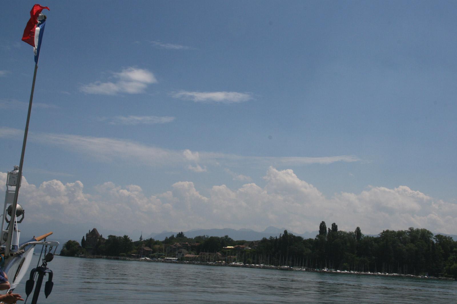 Le bateau de la CGN à l'approche d'Yvoire.