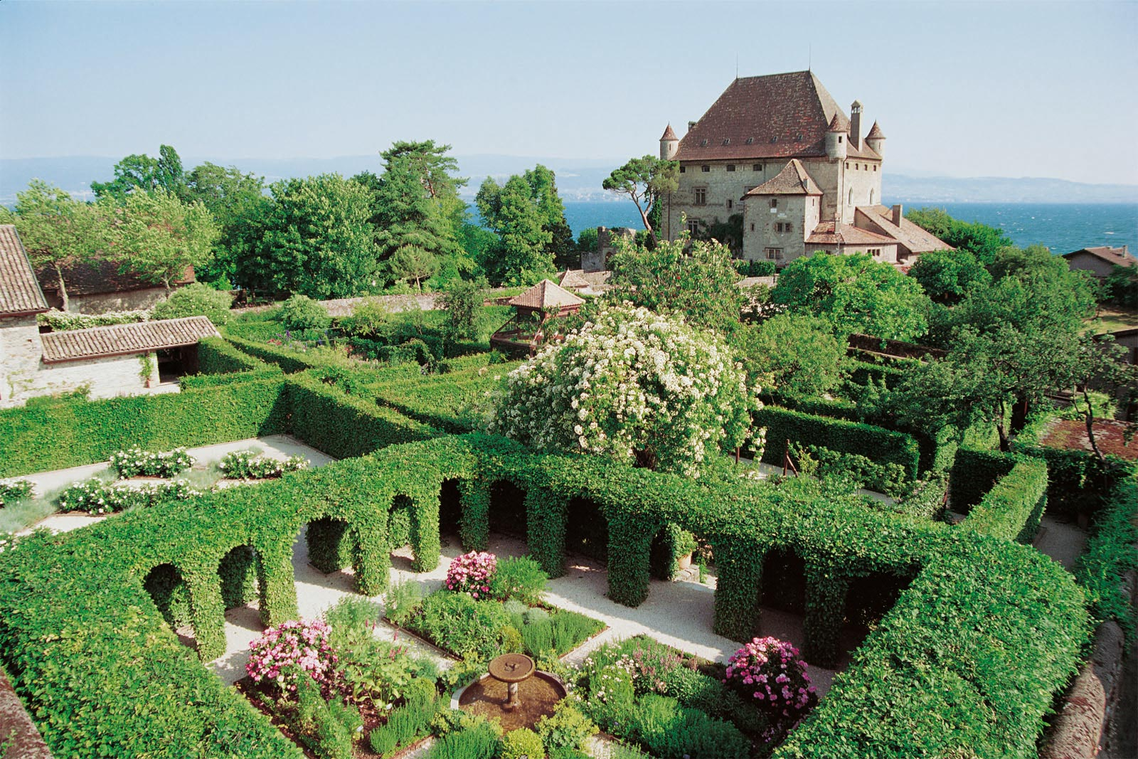 Yvoire village médiéval jardin
