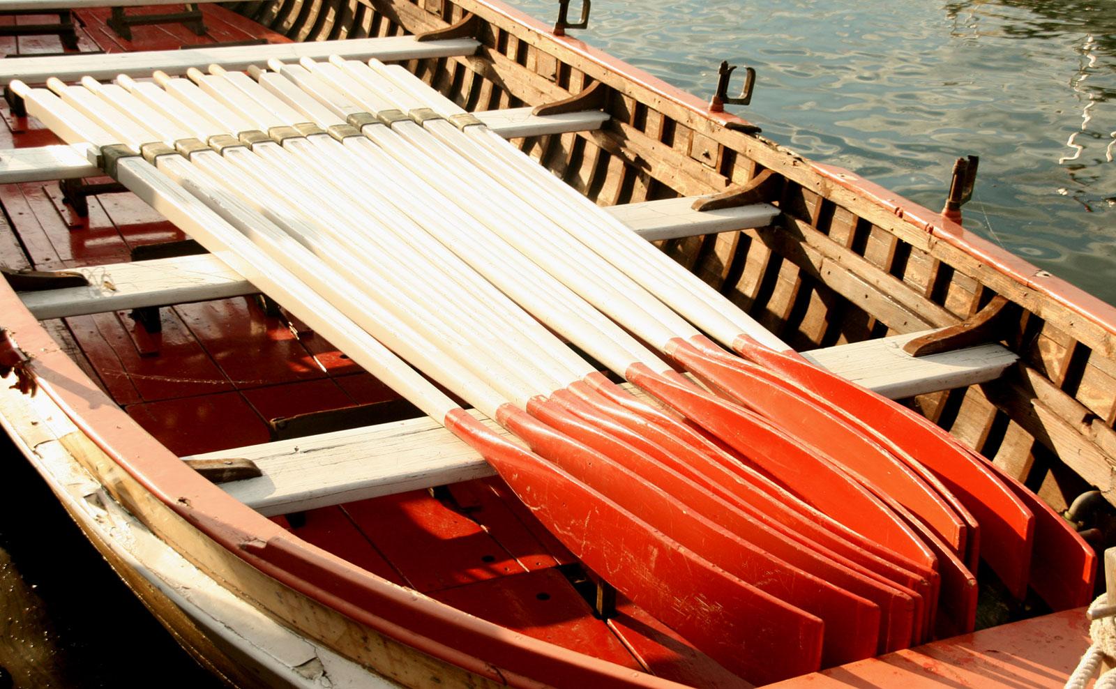 La barque 12 rameurs de la section sauvetage d'Yvoire