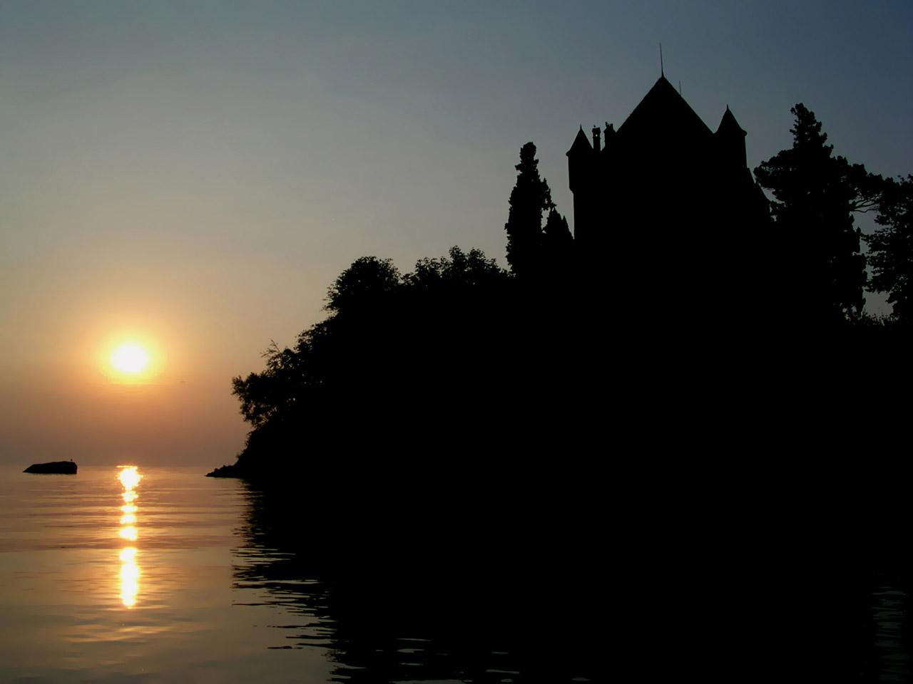 Lever de soleil à Yvoire